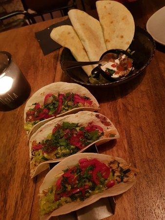 Loka Bar Kitchen: Tacos