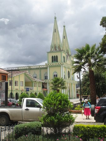Chordeleg, Ecuador: We observed the famous Cholas Cuencanas, women who weave Panama hats while they walk.