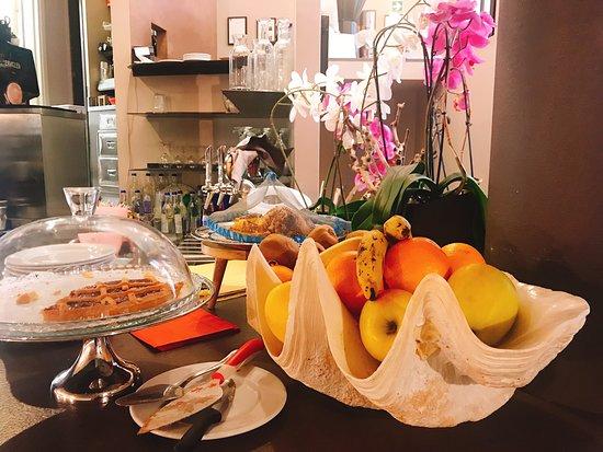 Alessi Hotel: Super FrühstücksBuffet 🥖🧀🍳🍞🥐☕️ Service sehr freundlich und es ist für alle was vorhanden - Schinken, Käse, Eiern, Marmelade, Nutella... Croissant, Brot, auch Glutenfrei...und ObstSortiment ...  -Perfecto👍🏼