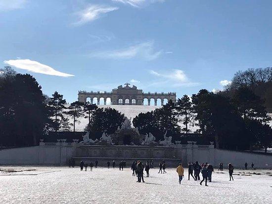 Vienna, Áo: View of the Gloriette at Schonbrunn .