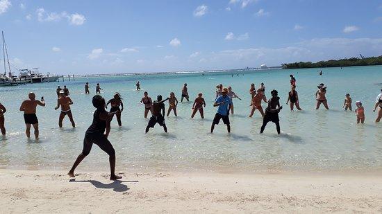 Boca Chica, Dominican Republic: Attività sul bagnasciuga.