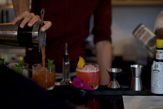 MontRaw Restaurant: Mixing cocktails
