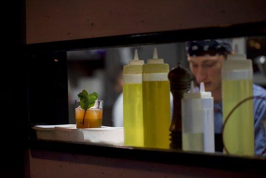 MontRaw Restaurant: Window to the kitchen