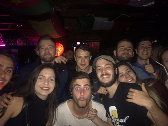 The pubcrawl company madrid join the party people in Madrid´s famous nightlife