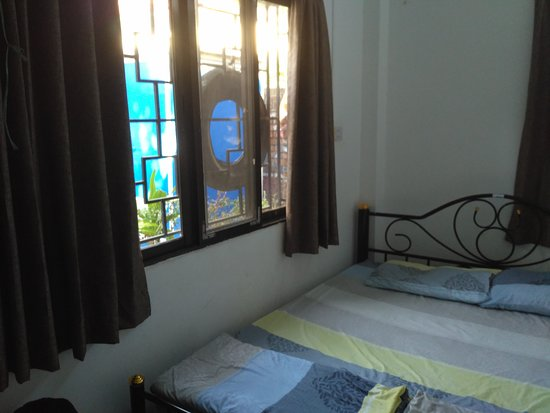 "Roly's airport n main bus station hostel: Номер ""B"" ""Roly's Hostel Yangon""."