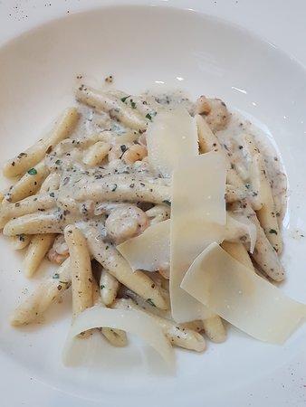 Libertas: Pasta with truffles and prawns