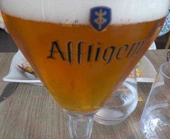 Une agréable bière Affligem pour accompagner le repas