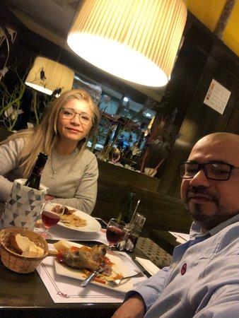 La verdad pasábamos desde Andorra a Barna y decidimos cenar en la seu de urgell encontramos este lugar y no nos arrepentimos todo muy rico Felicidades ..
