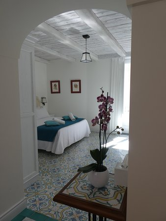 Palazzo Delle Grazie: Positano room from entry way.  The room has great natural light all day.