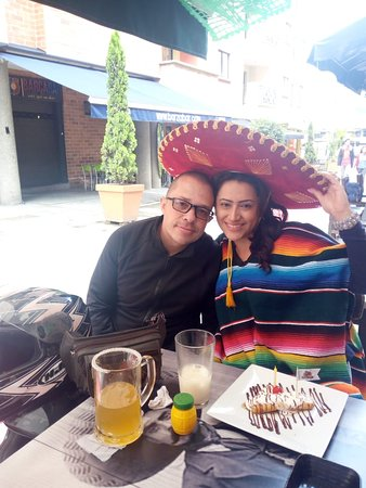 La Estrella, Colombie : Más bravos celebrando cumpleaños!
