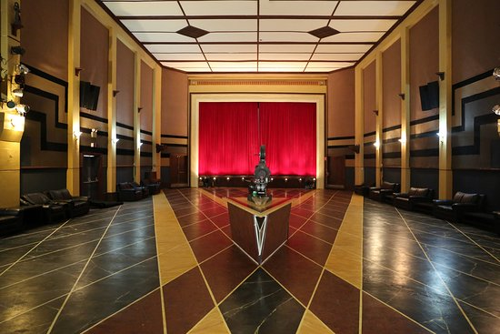 Queenstown, Australia: The Paragon Theatre main hall with its magnificent hand painted floor.