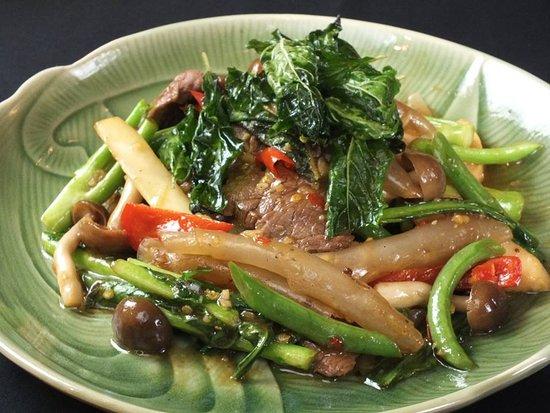 Thai Restaurant & Cafe Chedi Luang Kitahorie: シャンハイ パットキーマオ<牛肉と板春雨入りタイバジルの辛口酔っぱらい炒め>