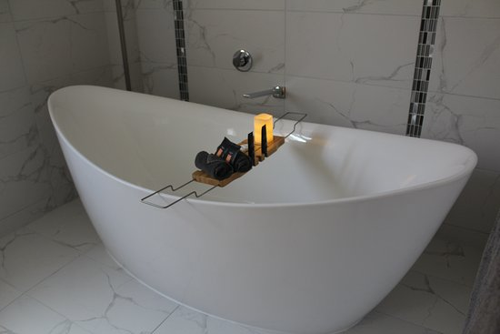 Shearing Shed Motor Inn: The Deluxe King Suite offers a luxurious tub for the ultimate relation