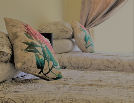 Middelburg, แอฟริกาใต้: Double room with two three quarter beds DSTV and free Wi fi