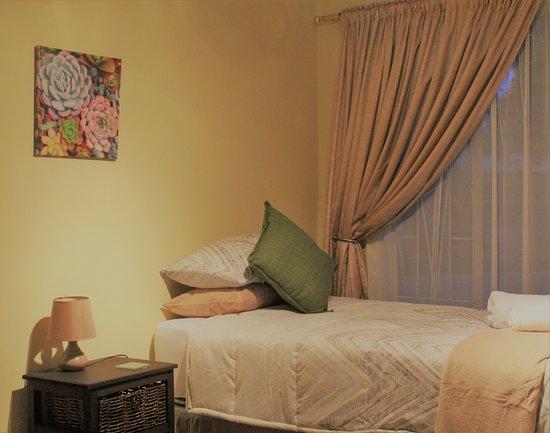 Middelburg, Republika Południowej Afryki: Single room with fridge kettle coffee, tea and microwave oven