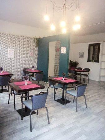 Лангедок-Руссильон, Франция: salle du salon de thé accueil au top vient d'ouvrir ses portes au 202 avenue général de gaulle 66500 Prades