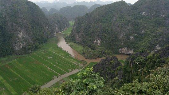 Viaje Asean: Vista del Río Ngo Dong desde  Cueva Mua