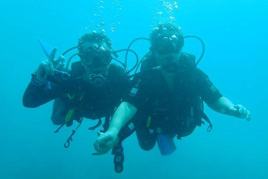 Nha Trang Sea Star: toevallige ? ontmoeting onderwater met mijn man dus lekker samen op de foto