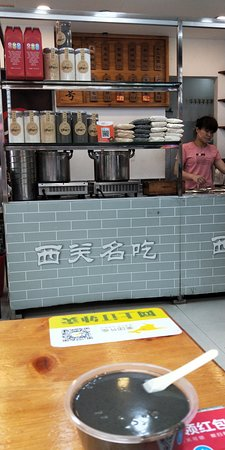 Canton, Chine: Guangzhou Local Food Street in Yuexiu District. Experience local taste.