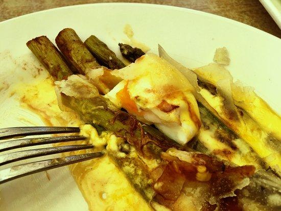 Compton Acres Cafe: Charred asparagus, poached egg, hollandaise sauce
