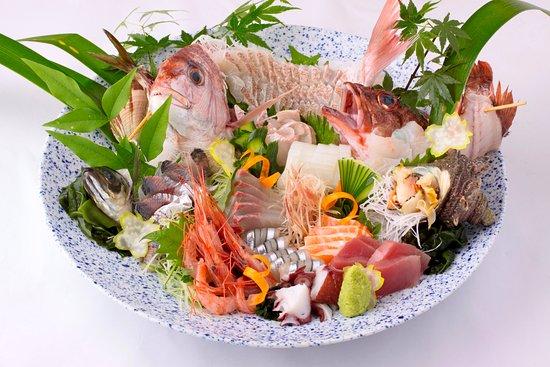 Kurayashiki Ibukichi: 当店では、水揚げされたばかりの新鮮な魚はもちろんの事、採れたての野菜を職人自ら厳選し一つ一つ心を込めて料理しております。