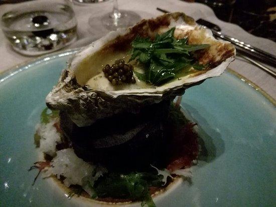 Iyo : Ostrica Regal Irlandese sumibiyaki, sakè, miso caramellata e caviale Kaluga Amur