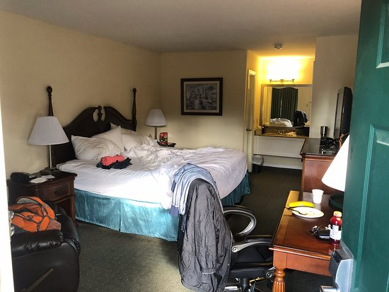 Great local stay  Visiting Family  clean rooms Very Quiet great Location to I-95