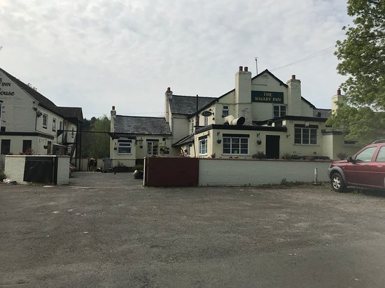 The Wharf Caravan Park: Wharf pub