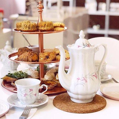 Loft Bar a Ongles: La Duchesse High Tea & Mani