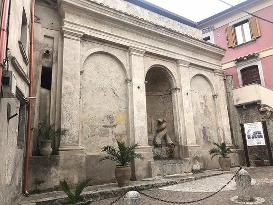 Fontana dei Delfini, detta Gebbia