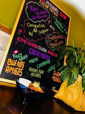 Alitas con salsa de Maracuya y guindilla, no necesita una gran descripción salvo que tiene toques asiáticos por la gran influencia en nuestra comida.