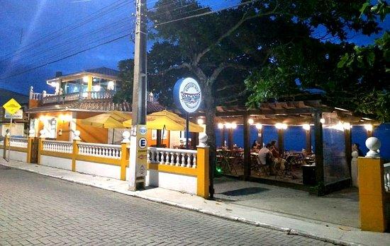 Nacanoa Oyster Bar: Ambiente amplo e aconchegante.