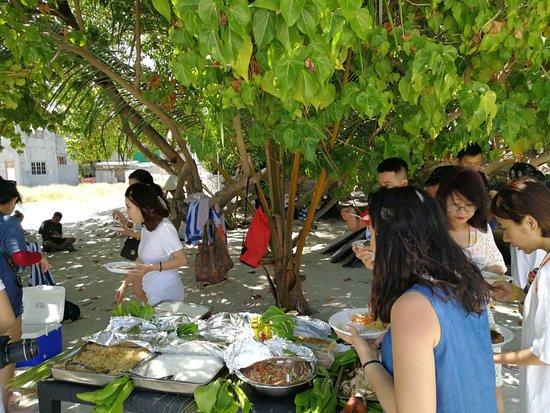 مطاعم Maafushi Town