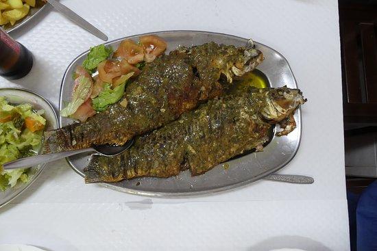 Povoa e Meadas, البرتغال: carpas al poleo, plato exquisito donde los haya