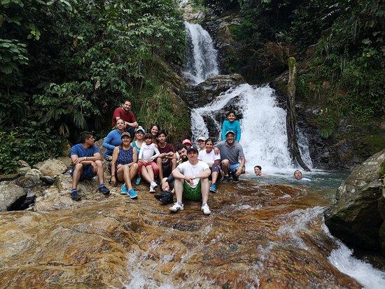 El Doncello, Colombia: terminamos recorrido con la última cascada donde podremos saltar y nadar