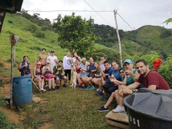 El Doncello, Colombia: disfrutando de un delicioso café orgánico después de mucha interacción con las cascadas