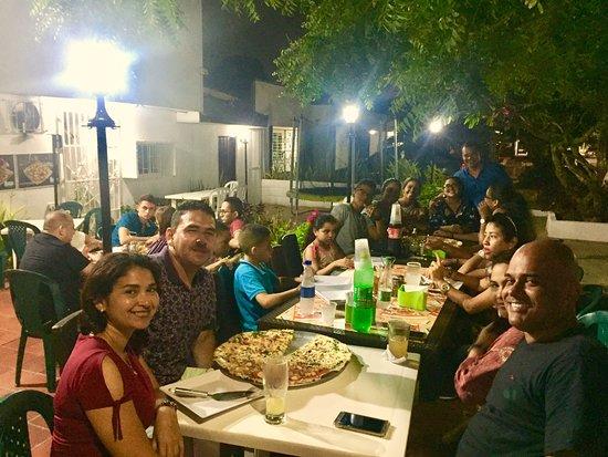 Clientes Felices en FirenZe pizza, Calle 68 # 62-12 Esq, Barranquilla-Colombia