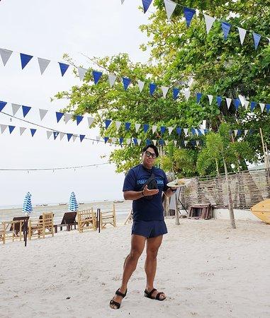 นอกจาก เกาะมุก เดอ ธารา รีสอร์ท.. จะมอบความสุขแด่ผู้ใช้บริการหรือนักท่องเที่ยว ด้วยความสะดวกสบายและความสวยงาม,,อาหารการกินก็ไม่เป็นรองใคร🏆