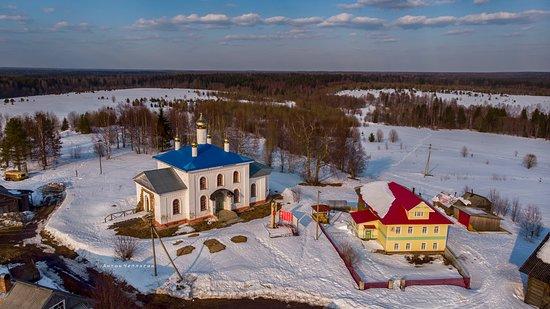 Konoshsky District, Rusia: Деревня Кремлево, Архангельская область. Здесь на высоком угоре расположилась Церковь Рождества Пресвятой Богородицы. Летом 2019 года церковь опразднует своё 150 летие.