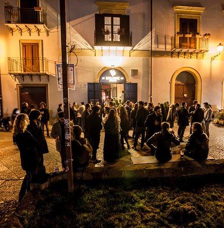 Ballarak Magione: Ballarak Magione é in una delle piazze più belle della città
