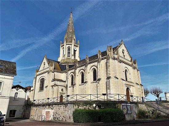 L'église, construite en 1843 mérite un coup d'œil. Hors saison touristique, il faut prendre les clefs à la mairie qui est située à côté. Un monument réussi quoique désorienté, de belles verrières, une voûte en bois originale, d'autres avec de jolies clefs de voûtes pourront intéresser les curieux.