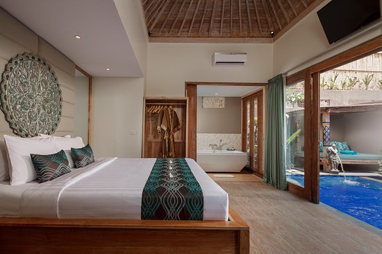 Mahagiri Resort: All the benefits of staying in a resort but you have your own private pool villa! 💙