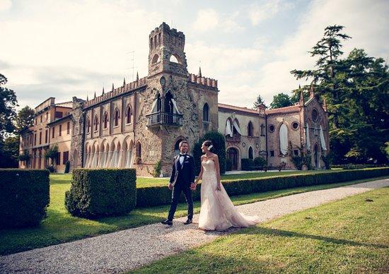 Colfrancui, Włochy: Villa Galvagna Giol è la location perfetta per il tuo matrimonio immerso nella storia e nella natura.  Un parco storico di 10 ettari sarà la cornice per le tue foto da sogno e ogni particolare verrà curato con cura e dedizione.