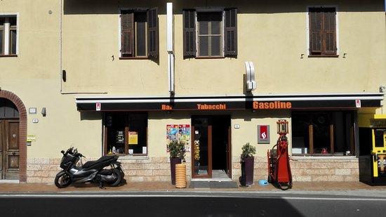 Olivetta San Michele, Itálie: L'entrée du Bar Restaurant