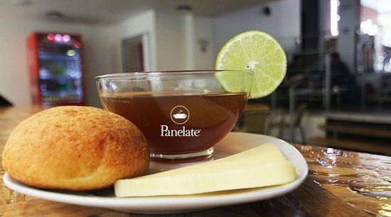 Agua panela, queso y almojábana una tradición única de nuestro país. Solo en Panelate