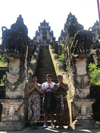 Made Tomi Bali driver