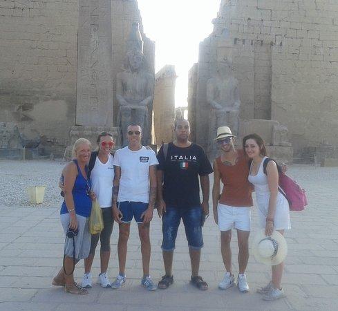 davanti al tempio di Luxor