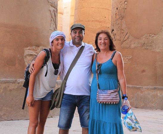 dentro la sala delle collone al tempio di Karnak