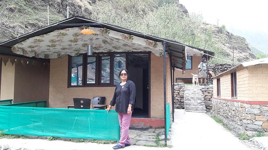 Pubber River Camps: My Wife in front of cottage