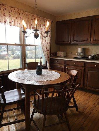 Danville, VT: Homestead Suite Full Kitchen
